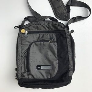 REI multi pocket bag